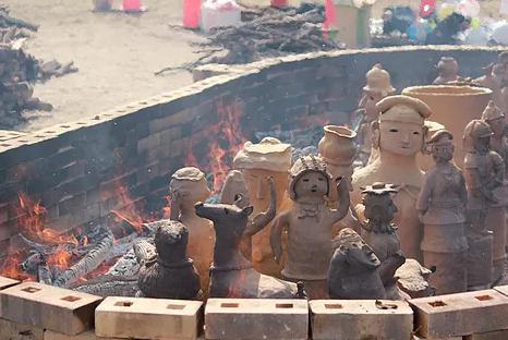 ハニワまつり埴輪の野焼き